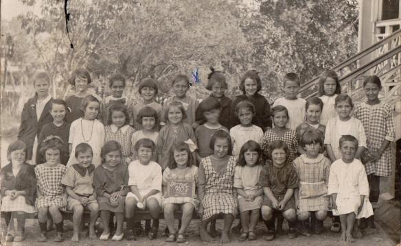 Mum school 1923